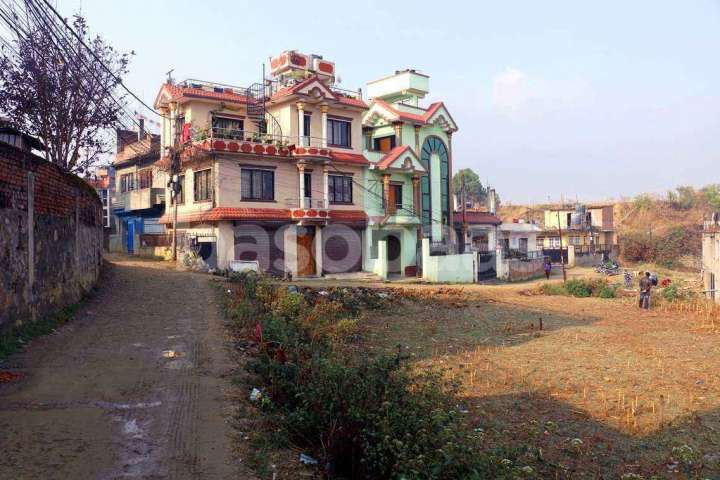 House on Sale at Nakhipot