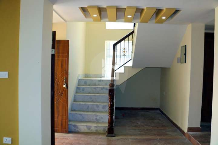 House for Sale in Nakhipot