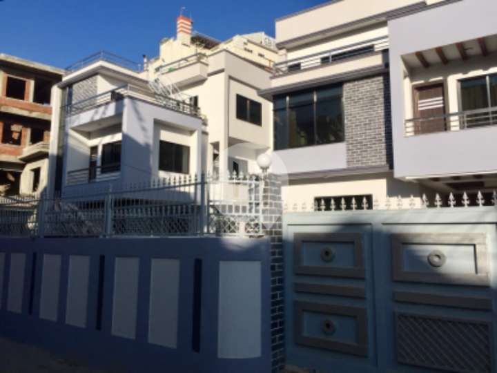 House for Sale in Grande Villa